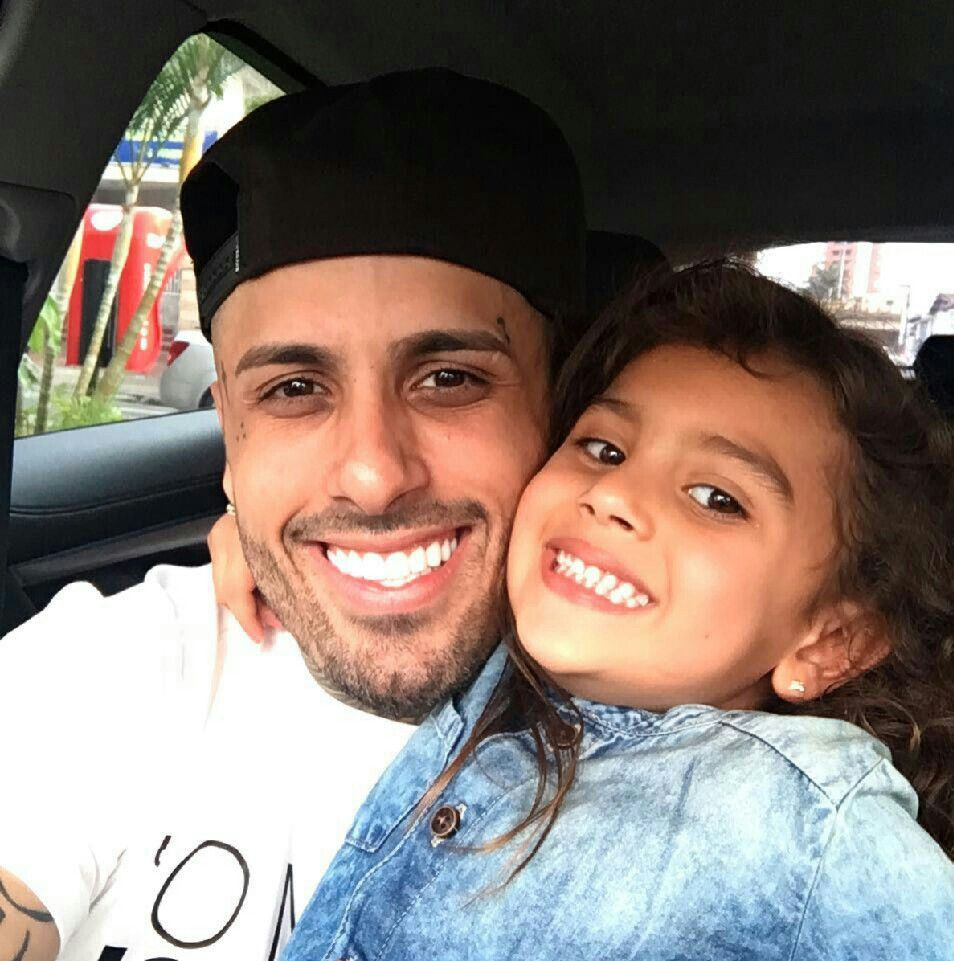 nicky-jam-and-daughter-luciana