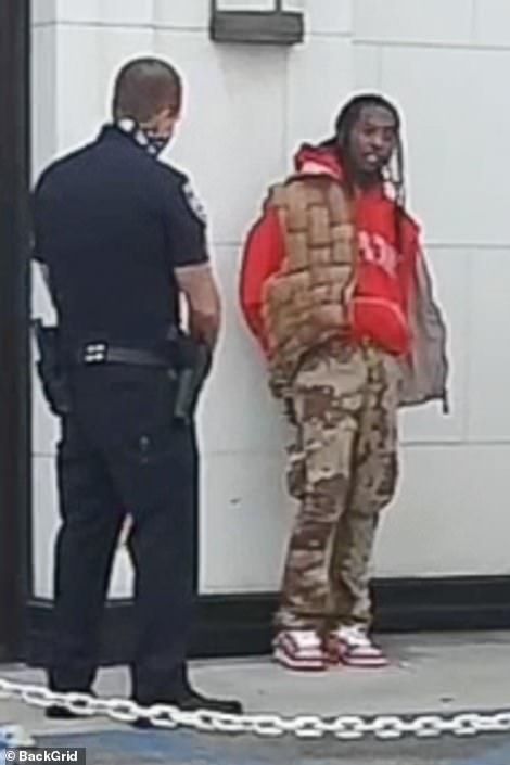 Cardi B Clicked While Talking To A Policeman