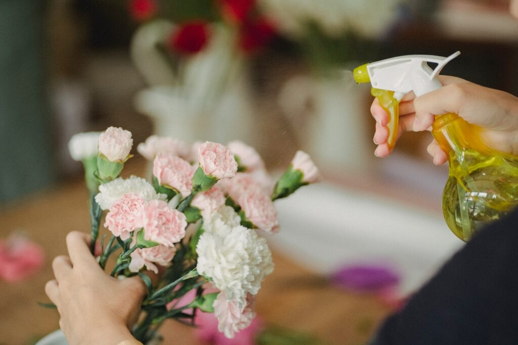 5 Tips and Methods to Keep Your Flowers Alive Longer in 2021